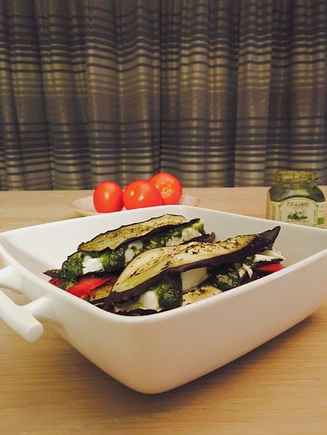 Deze snelle auberginelasagne met tomaat, mozzarella en pesto is zo klaar. Weinig werk en toch gezond en lekker eten. Wat wil je meer?