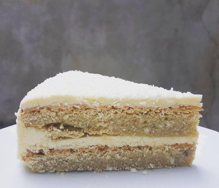 Ketogene Raffaello Torte - Simply Keto