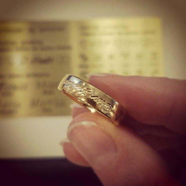 My precious! Kjenner du noen Tolkien-fans? Hva med en ring med gravering på utsiden? #Hobbiten #RingenesHerre #minkosteligste #Tolkien #giftering #forlovelsesring