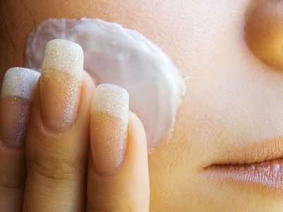 Tea Tree Oil acne remedy: 1 teaspoon tea tree oil, 3.5 teaspoons aloe vera, 3.5 teaspoons water. Mix well and apply to face with a cotton ball.