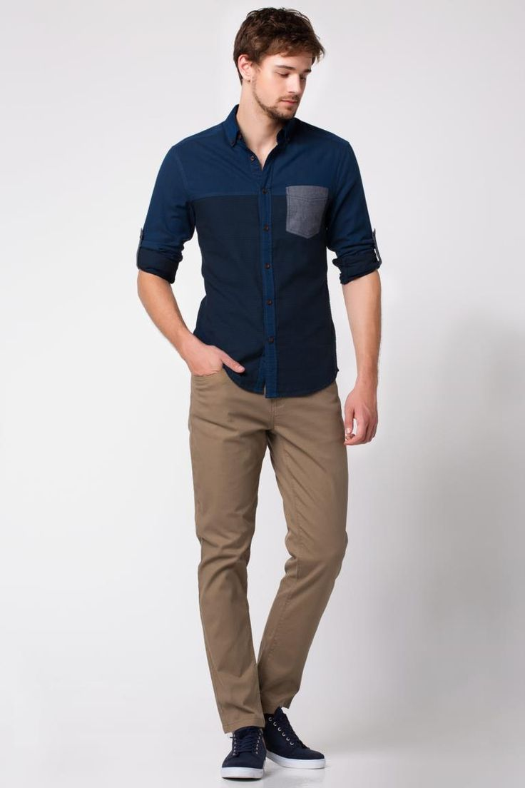 Omuzlarındaki stil detaylar ve dar kesim modeliyle günlük tarzınızın vazgeçilmezi olabilecek DeFacto erkek omuz detaylı gömlek.