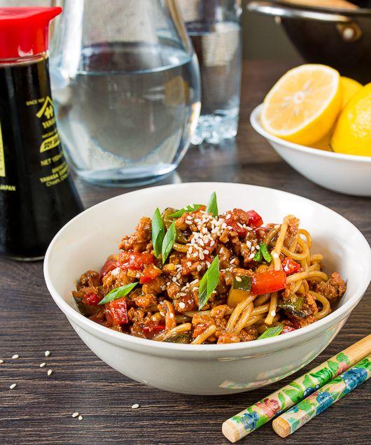 Это блюдо получилось у меня случайно - нужно было приготовить что-то на ужин из небольшого количества фарша. Приготовилась вариация на тему стир-фрая, но с фаршем. Причем вариация настолько удачная, что я решила повторить ее для блога и поделиться с вами рецептом.Вместо китайской лапши я в последнее время периодически использую итальянские спагеттини (тонкие спагетти) - они [...]