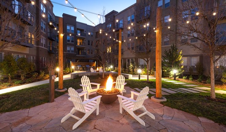 Enjoy The Updated Outdoor Courtyard With Fire Pits And Grill Stations Home Pet Friendly Apartments Outdoor