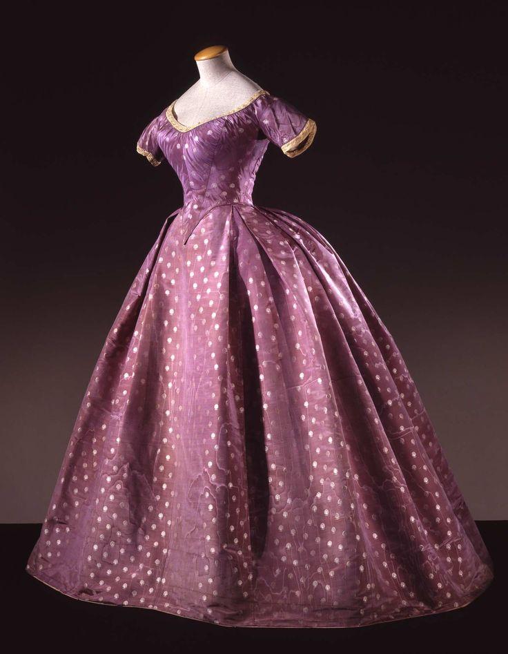 Dress of taffeta 1860 - 1865 http://www.europeanafashion.eu/record/a/28dd7c06efdfcd8c9f0adef1149ffea6b7fd31fab838bdf300d18b9a7f806204
