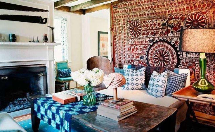 Arredare casa in stile hippie chic - Parete rivestita di tessuti d'arredo