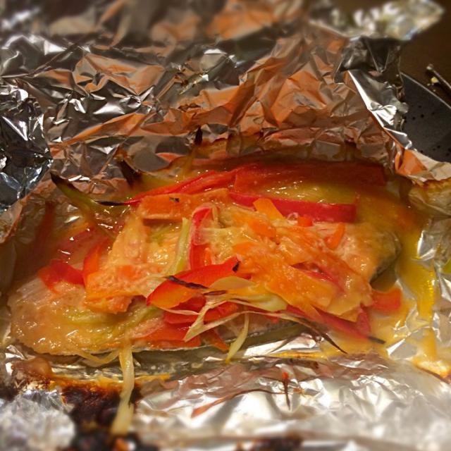 ねぎ、パプリカ、にんじん、味噌だけです。 - 8件のもぐもぐ - 鮭の味噌ホイル焼き by MOONLIGNT