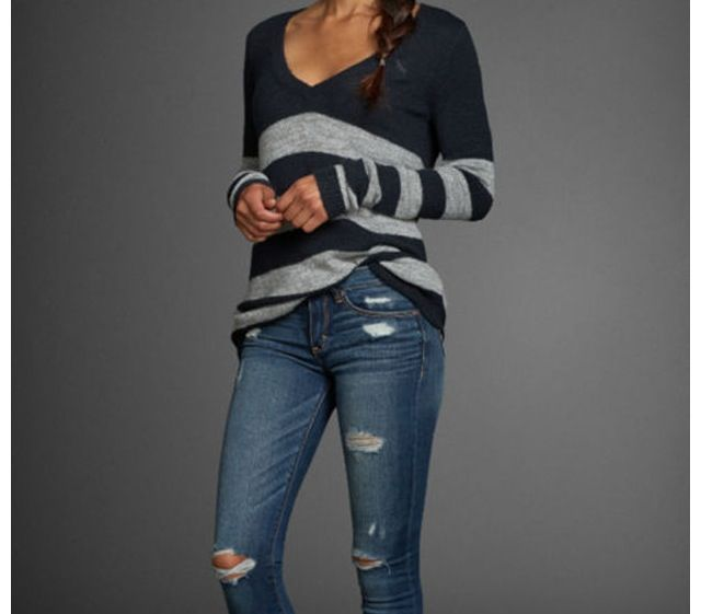 This is something I would totally wear. I love sweaters and cute jeans. ❤️❤️