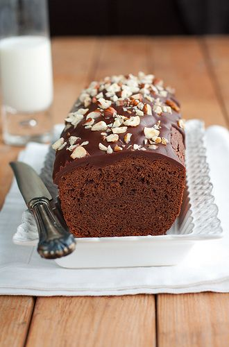 Cake al cioccolato, glassa al cioccolato e caramello