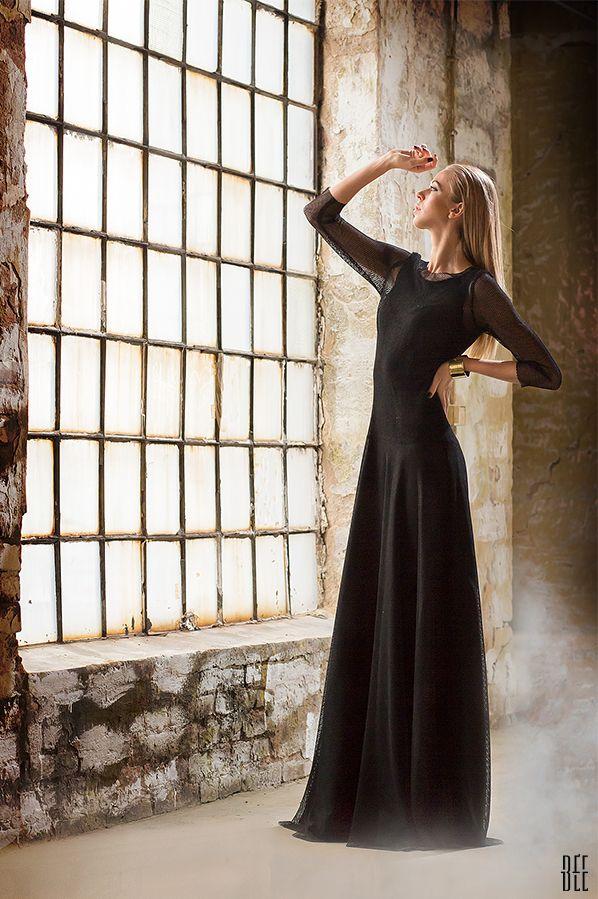 Długa sukienka z siatkowymi rękawami. Long dress with mesh sleeves. http://www.bee.com.pl/e-sklep/