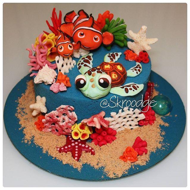 Ягодный бисквит, клубника, йогуртовый мусс, клубничный кули. Покрытие - шоколадный велюр, фигурки выполнены из мастики и шоколада. http://vk.com/skroodge http://instagram.com/skroodge #торт #cake #sweet #skroodge #cupcakes #тортручнойработы #сладостиот@skroodge #тортназаказ #тортручнойработы #тортик #мастика #свадьба #мама #капкейки #cupcakes #деньрождения #торт #nn #нн #печенье #cookies #немо #впоискахнемо #findingnemo #nemo
