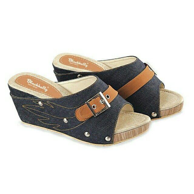 Open Order High heels branded Indonesia Blackkelly  #sepatuwanitakeren #sepatuwanitamurah #sepatuwanitabandung #blackkelly #blackkellyshoes #blackkellywanita Temukan High Heels / Wedges - LDI 766 seharga Rp 162.000. Dapatkan sekarang juga di Shopee! http://shopee.co.id/jimbluk/73568890 Untuk pesanan langsung hubungi WA: 081285793187 Line Id : jimbluk FP : @jimolsbogor IG : @jim_ols Insya Allah Amanah....