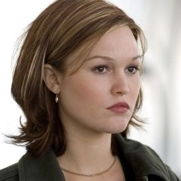 Julia Stiles is really great. i hope she gets more main roles, because i think there is something so very compelling about her.