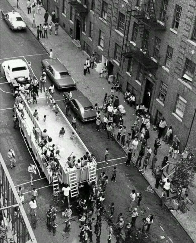 Mobile pool in New York , 1960
