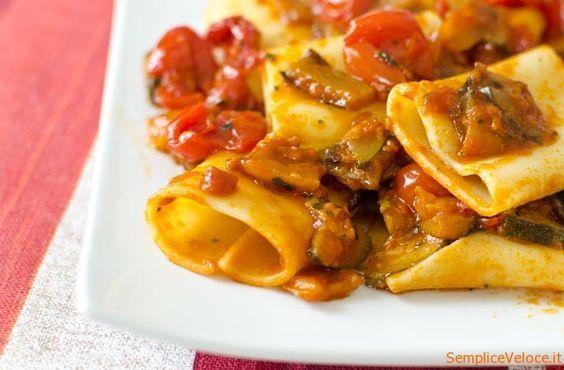 """Pasta con verdure miste questa pasta la mangio quando vado dai """"Fratelli la Bufala"""" nel menù la trovate col nome """"Paccheri"""" infatti ho usato anch'io questo tipo di pasta."""