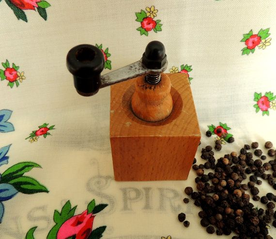 Pepper Mill Pepper Grinder Home Kitchen Vintage Retro Old