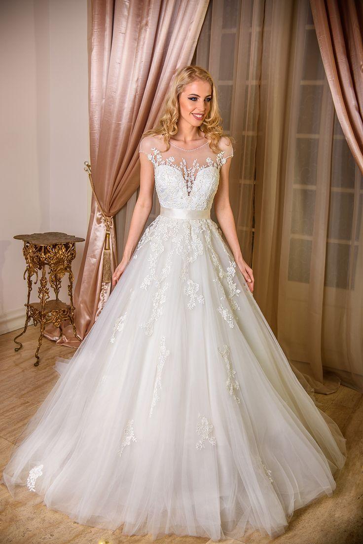AdoraSposa 2017 Baroque Collection #bridal #wedding #weddingdress #weddinggown #bridalgown #dreamgown #dreamdress #engaged #blush #romantic #inspiration #bridalinspiration #train #princess #weddinginspiration #adorasposa #weddingdresses
