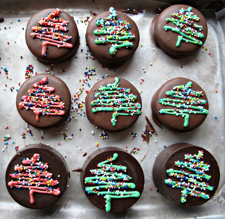 Chocolate Covered Oreos- These easy to make holiday treats are chocolaty delicious inside and out! Great gift idea!   The Monday Box