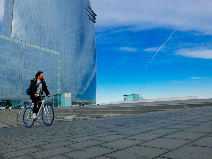 Наверняка существует еще лучший рай для велосипедистов. Но в Барселоне им определенно хорошо. There might be a better heaven for bicycle riders. But in Barcelona they feel comfortable for sure.  #барселона #испания #barcelona #spain #travel #vscorussia