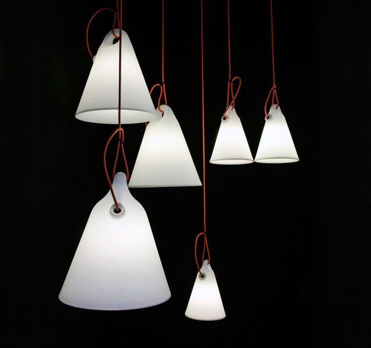 Met de oranje kabel kan de Trilly gemakkelijk worden opgehangen, bijvoorbeeld aan de takken van een boom.