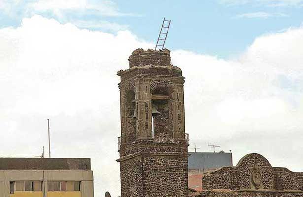 Colapsó la torre de iglesia de Tlatelolco con el terremoto