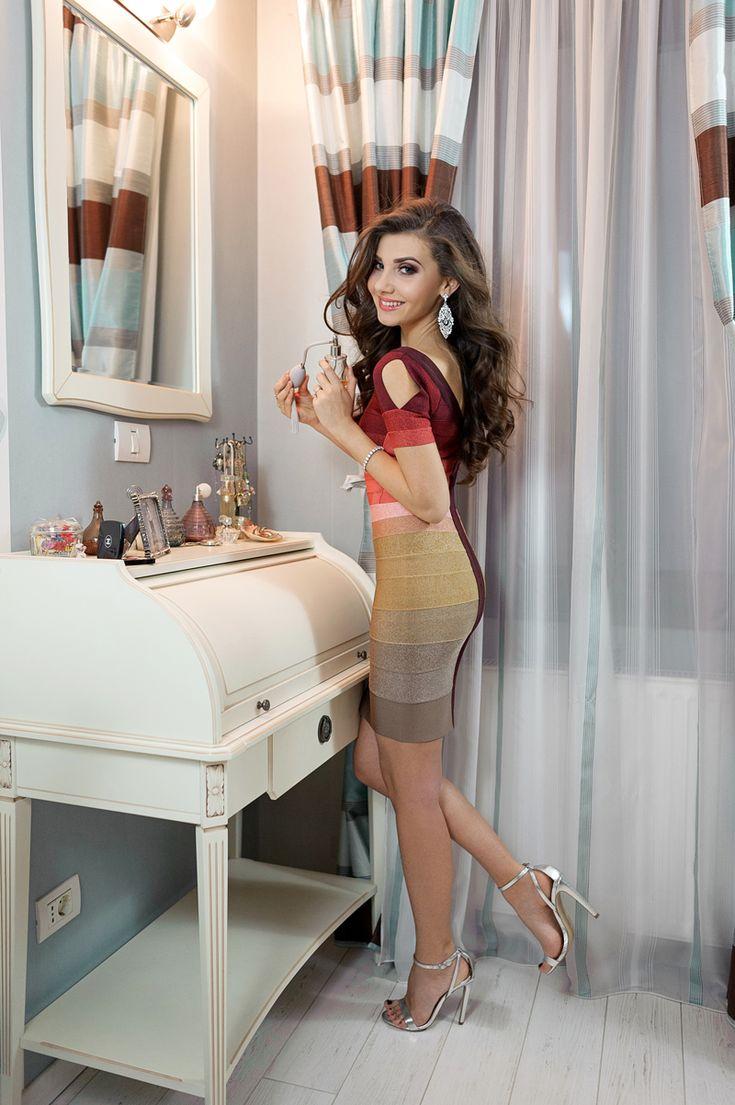 Rochia Herver Leger in degrade, pe care fashion bloggerul Larisa Costea a ales sa o poarte, este acum aici: http://www.dressbox.ro/rochii/herve-leger-hl02.html