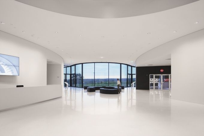 New headquarters of Leica Camera AG now presented in the best light | lighting.eu