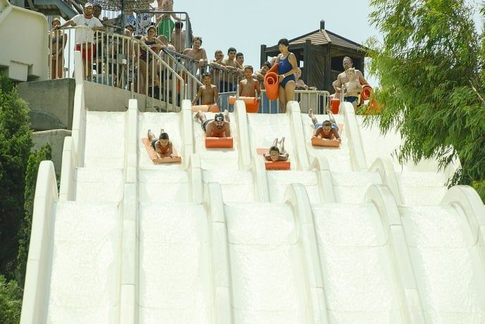 Head first mat racer. With six different starting lines, take the layers and indulge in endless 'racing' with family and friends. Great slide for group fun.