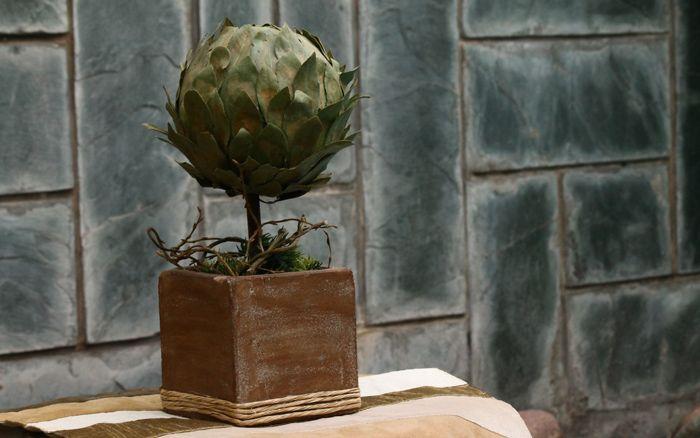 ESFERA DE LAUREL Medida: 27cm de alto x 10cm copa Material: Base de Fibrocemento