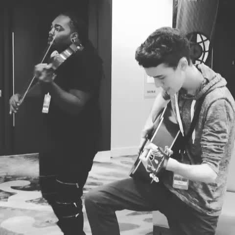 "Me and whoisDSharp jammed Justin Bieber 's ""what do you mean"" mid hotel lobby at Playlist live! - Click"