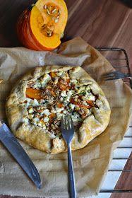 Die Pumpkin-Madness geht weiter, denn diesen Monat dreht sich alles um den guten alten Kürbis. Heute verpackt als Tart, mit Zucchini, Sc...
