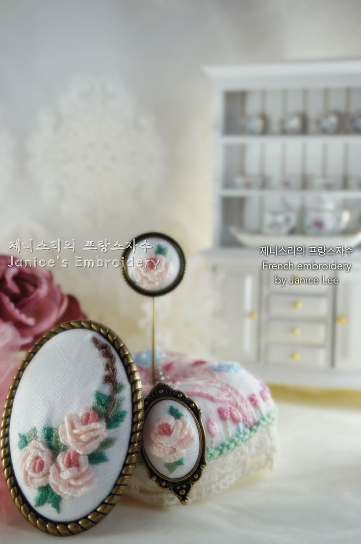 3 types of brooches by Janice Lee 네이버 블로그: http://m.blog.naver.com/kiwis78 Instagram: janice_embroidery kakao talk: kiwis78 Copyright ⓒ Janice Lee, All rights reserved. 제니스리의 모든 자수는 저작권 보호를 받습니다. 이 디자인 저작물을 영리 목적으로 이용할 수 없습니다 제니스리의 프랑스자수 Janice's french embroidery ㅣㅣ #자수수업 #자수 #프랑스자수 #자수브로치 #건대입구자수 #광진구자수 #성수동자수 #강남자수 #needleart #핸드메이드 #embroidery #stitch #handembroidery #힐링 #서양자수 #needlework #embroideryart #플로리스트 #bordado #선물 #취미 #서양자수 #craft