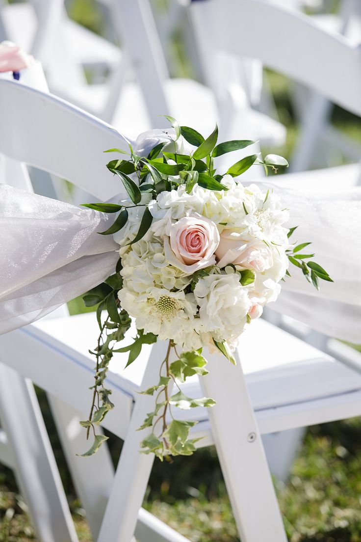 Gorgeous garden roses as wedding aisle chair decor – be still my heart!