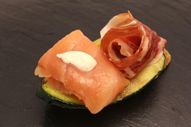 17 best images about pintxos fr os on pinterest the o - Tapas con salmon ahumado ...