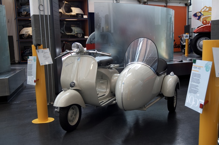 The Vespa sidecar was manufactured between the end of1948 and early 1949 following the success of the new 125cc engine. The Vespa 150 VL1 was the first to be built in this displacement, and the first were sold at the end of 1954. Studied in minute detail, the Vespa with the sidecar had one single long connecting arm with suspension and had coil springs for stability and comfort on long rides.