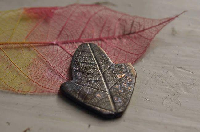 Solid gold oak leaf pendant, tutorial - Ciondolo a forma di foglia di quercia