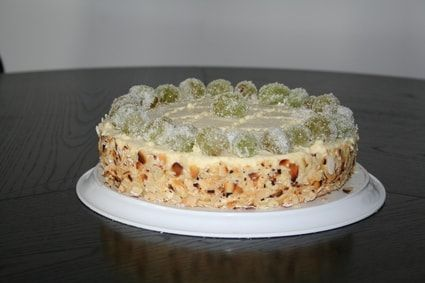 Gâteau Prince Estérhazy. un biscuit aux amandes sans farine et sans beurre associé à un sabayon parfumé au rhum et à un vin blanc doux.