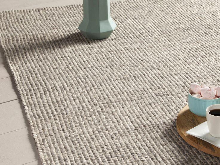 Caractéristiques techniques : Matière : Recto : mélange de laine et de viscose Verso : revêtement 100% coton Couleur : ...