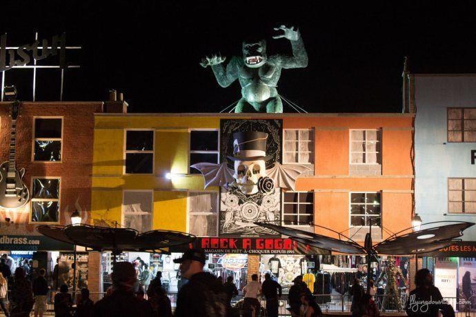 Le Hell City square au Hellfest, inspiré de Camden Street à Londres