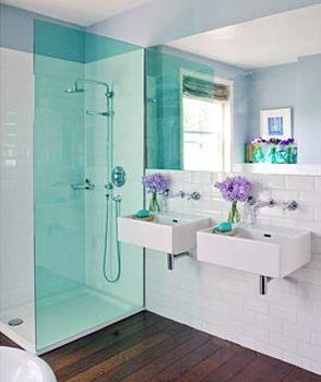 Małe łazienki, mała łazienka - Płytki drewnopodobne