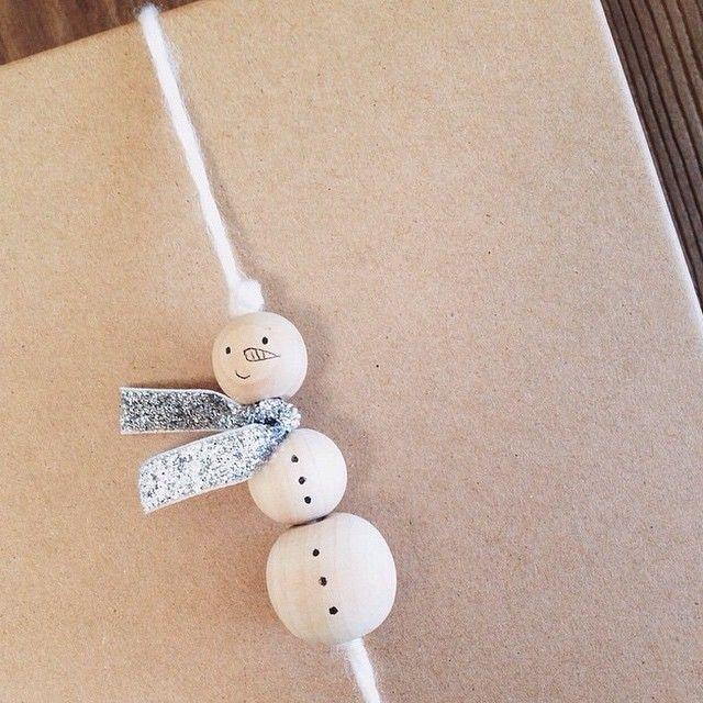 beaded yarn snowman #giftwrap
