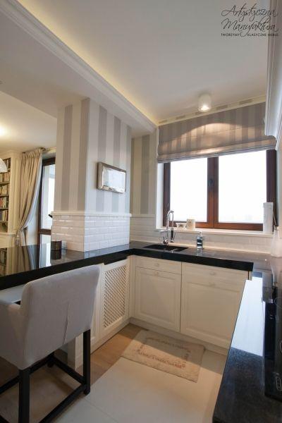 zabudowa kuchni w stylu klasycznym, kuchnie angielskie, meble na wymiar, classic white kitchen, black polished granite countertop, custom kitchen cabinets - wykonanie Artystyczna Manufaktura