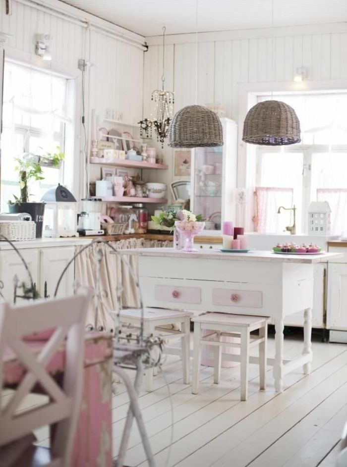 h ngende sch ne lampen in einer wei en k che in shabby chic stil life style pinterest. Black Bedroom Furniture Sets. Home Design Ideas