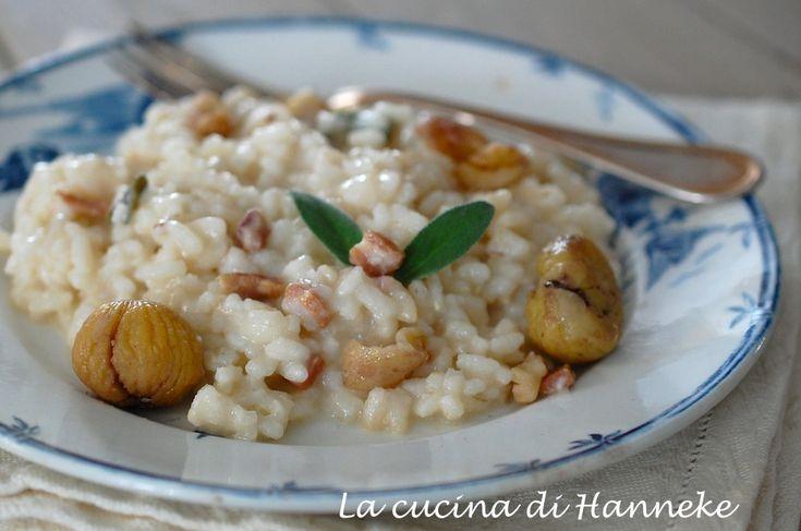 Il risotto alle castagne, pancetta e salvia è un primo autunnale ricco di profumi e sapori e cremosissimo grazie all'aggiunta di pezzetti di taleggio!