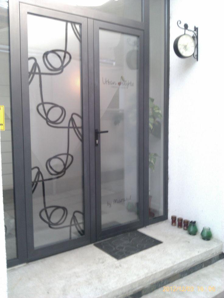 autocolant intrare salon urban delights-vedere din exterior