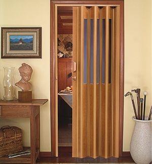 portas sanfonadas de madeira com detalhes