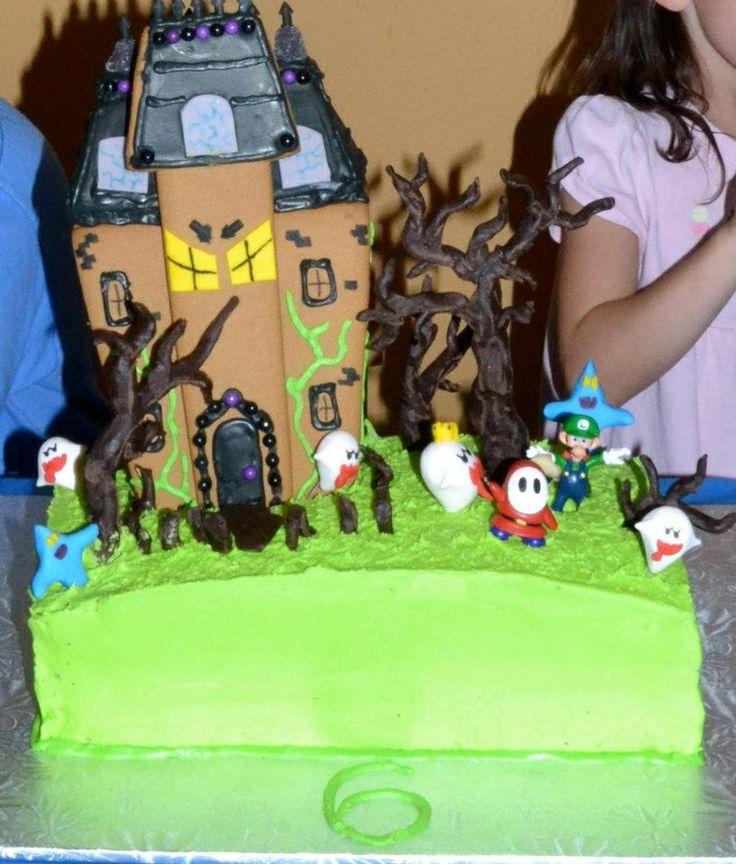 Luigi's Haunted Mansion Cake.