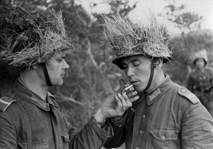 """Osttruppen """" ROA """", volontaire`s russe`s de la Wehrmacht"""