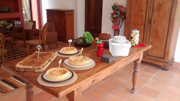 Ejemplo mesa de onces para 40 personas.  Salado y dulce