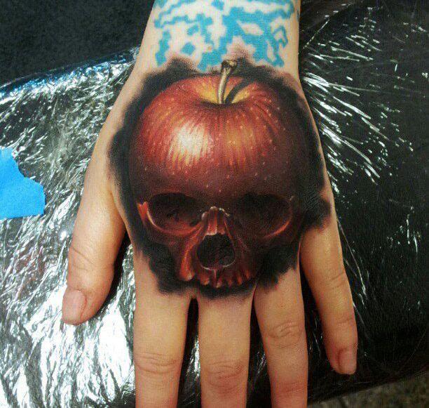 татуировка яблоко