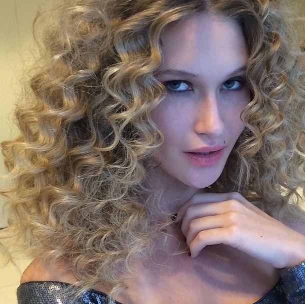 Amassado sexy do verão: aprenda a fazer o cabelo da estação!!!